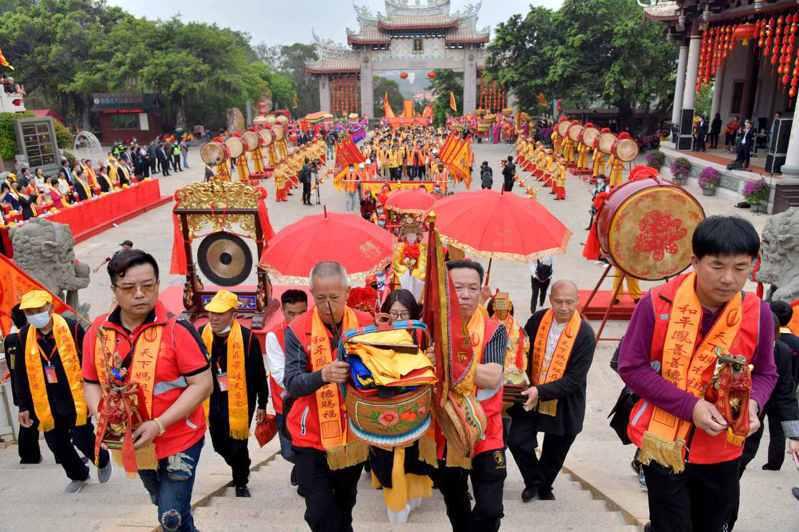 福建湄洲紀念媽祖誕辰1061周年,啟動「天下媽祖回娘家」活動。(中新社)