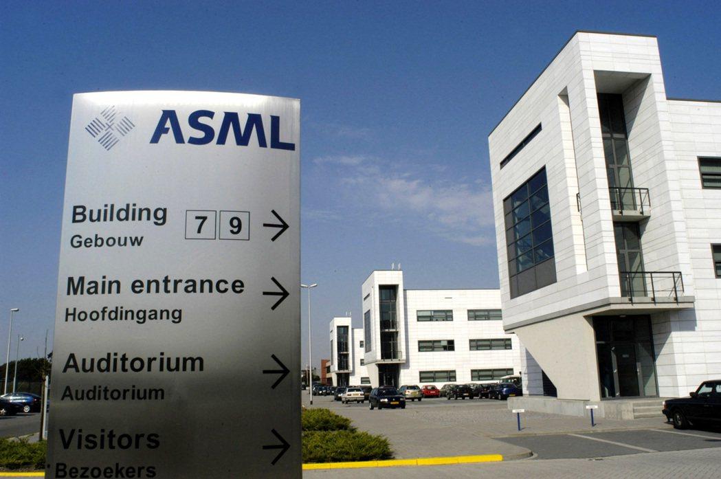 荷蘭半導體設備供應商艾司摩爾(ASML)第1季獲利與營收雙雙優於預期。(彭博資訊...