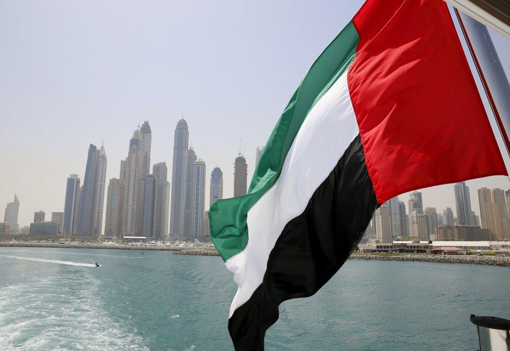 阿拉伯聯合大公國(UAE)在2月狂買美國公債,購買量超車中國大陸,成為當月全球第...