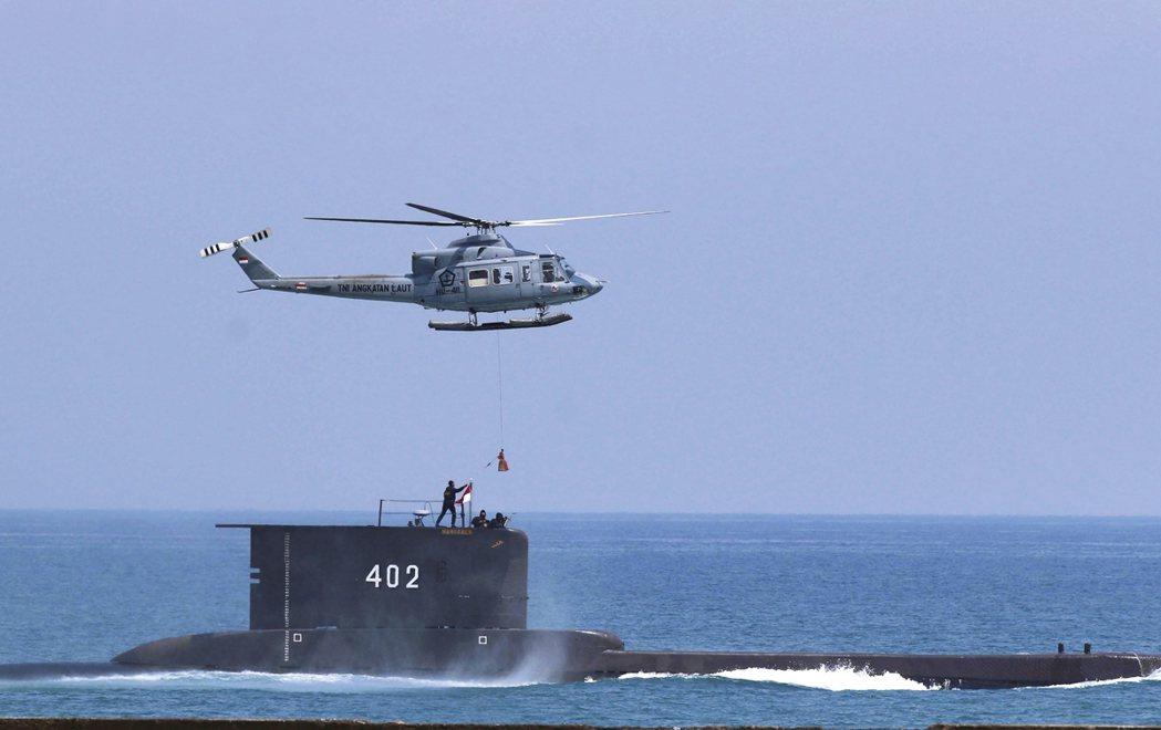 印尼海軍的德製209型柴電潛艦「神鋤號」(KRI Nanggala),21日清晨...