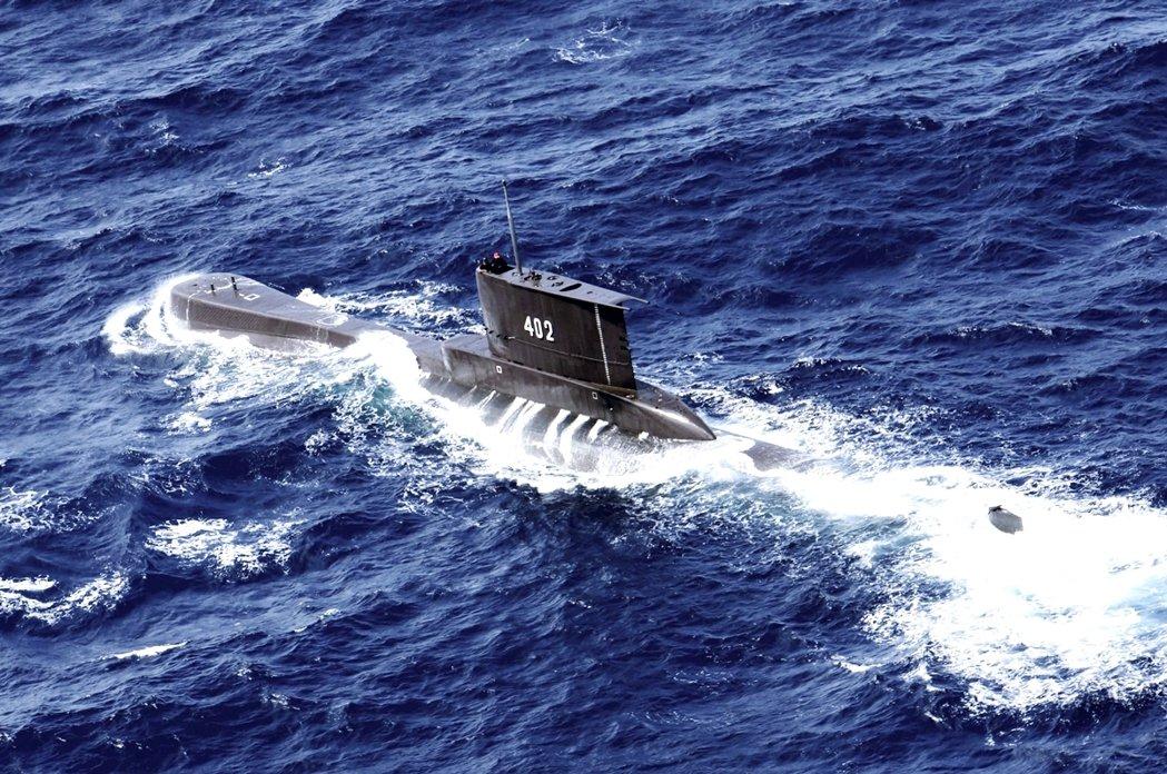 軍方強調,雖然峇里島周邊是印尼海軍極為熟悉的活動水域,但事發地點海深可達700公...