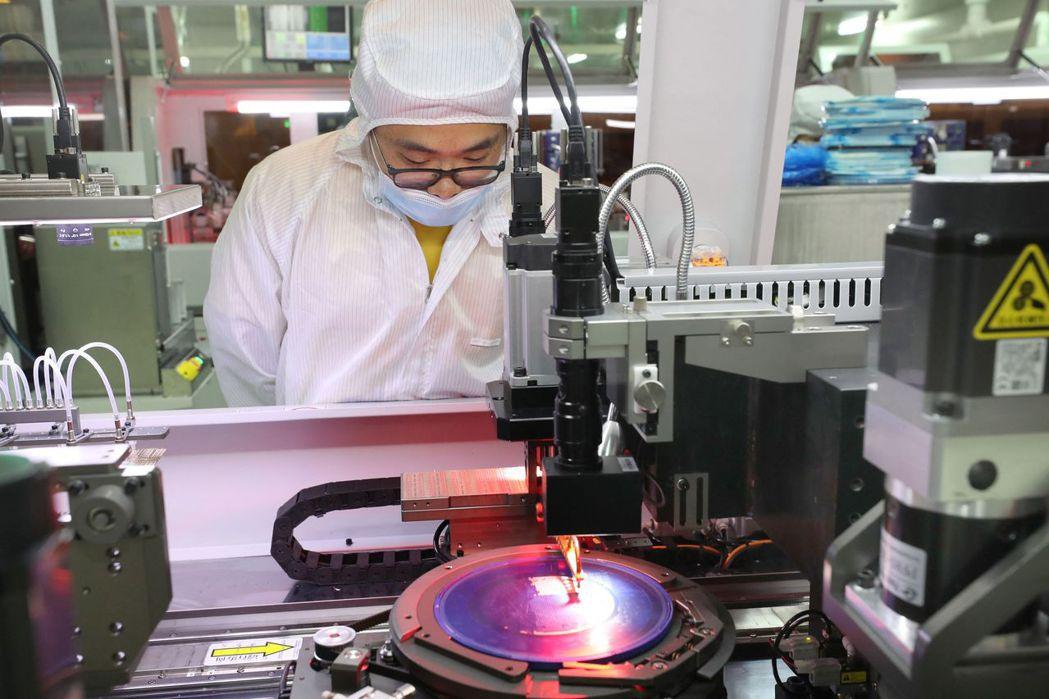 一旦仔細分析半導體供應鏈,就會發現中國對外國的依賴程度有多深。 圖/法新社