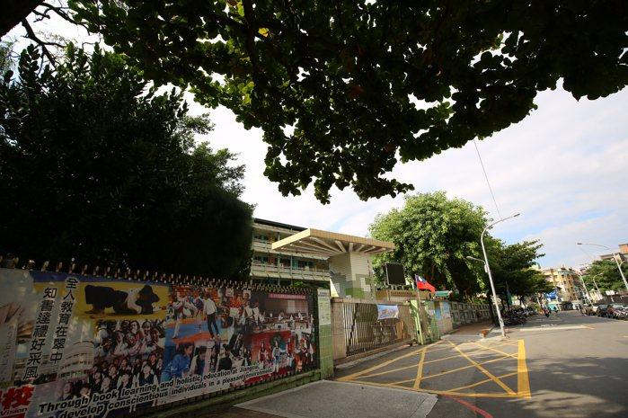 新埔站外雙捷特區,擁有完整學區,吸引在地換屋家庭與替二代置產。