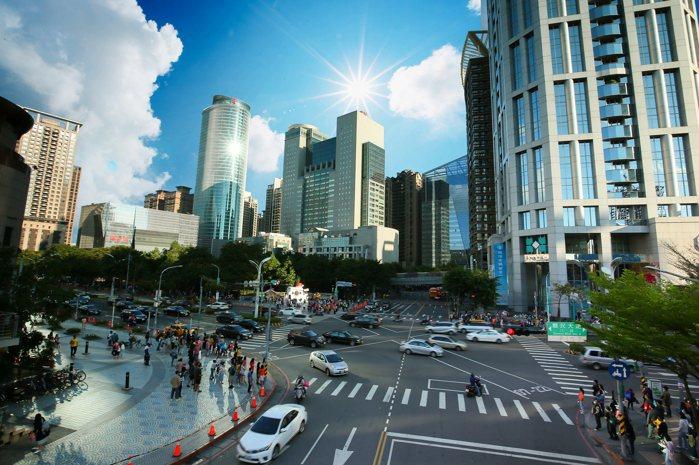 新埔站1站到新板特區,區段商業機能媲美台北信義計畫區
