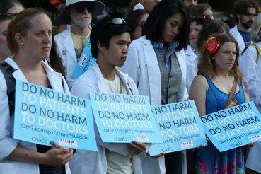醫師看《醫死不償命》:不傷害病人,不傷害自己,也不讓自己被傷害