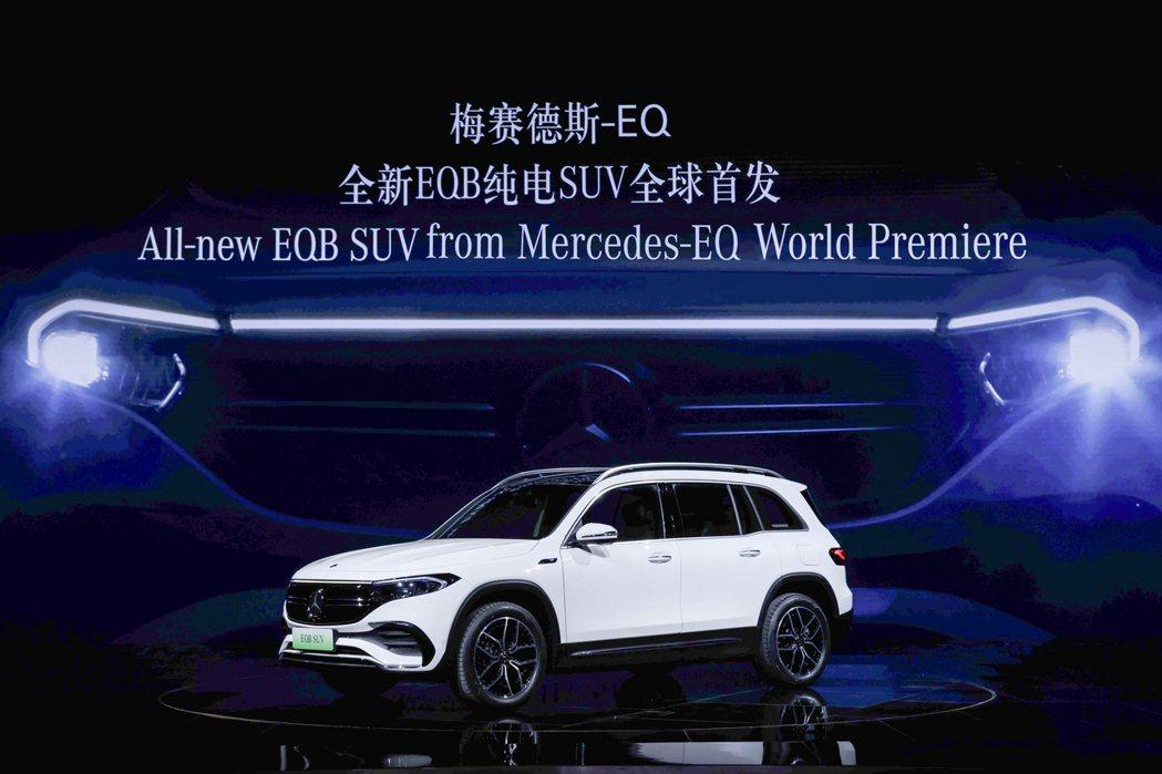 賓士藉由2021上海車展發表了全新Mercedes-Benz EQB七人座純電休...