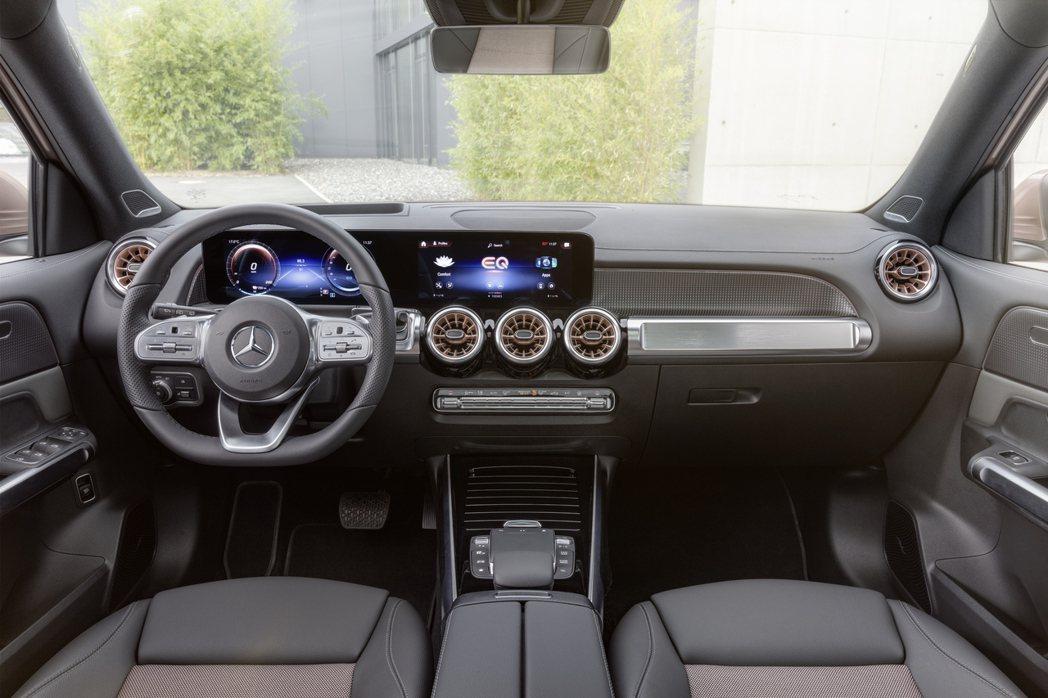 全新Mercedes-Benz EQB內裝格局基本上與內燃機版GLB大致相同。 ...