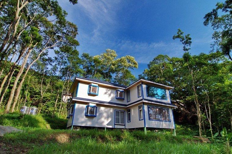 從零開始親手打造的山郊小屋,是黃政豪心目中最理想的家。 圖/取自50+(Fift...
