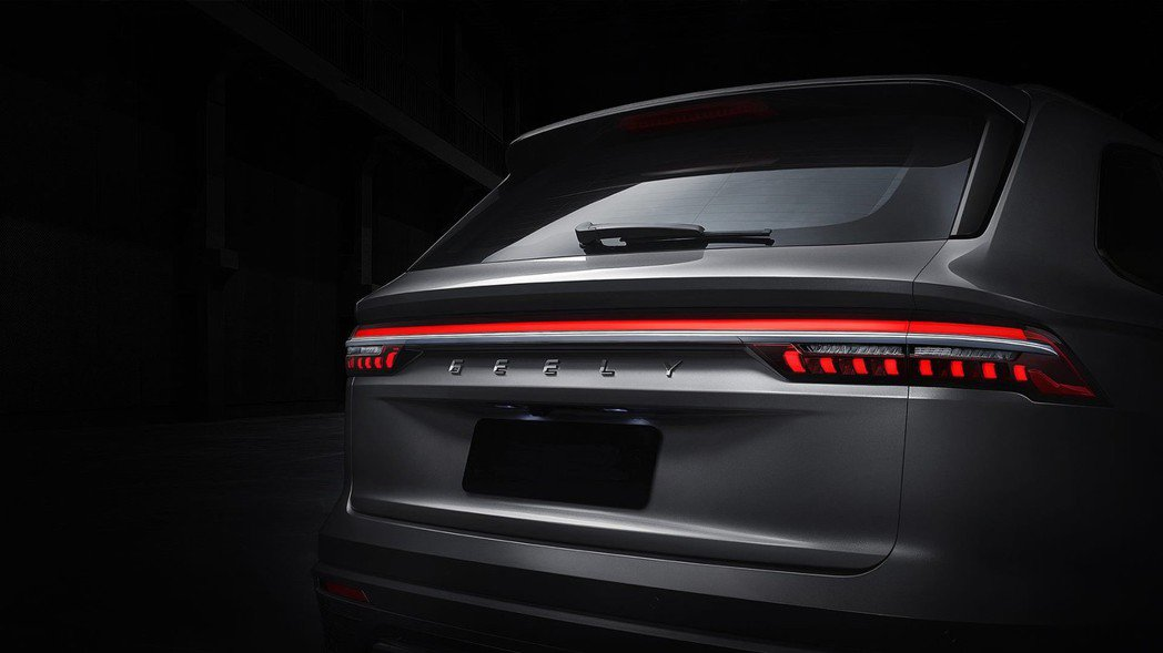 吉利汽車一貫風格的貫穿式LED尾燈。 摘自吉利汽車