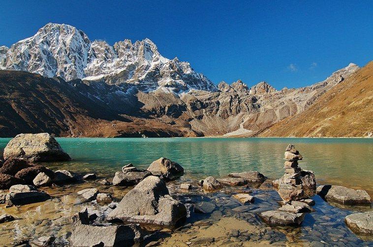 走遍國內外高山的黃政豪,以鏡頭留下許多美麗的山景攝影。圖為位於尼泊爾基地營旁的高...