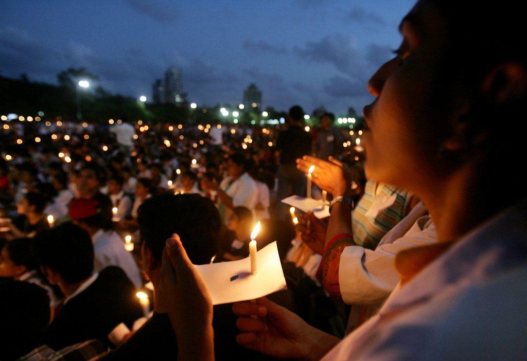 2006年,醫師及醫學生於印度孟買發起為低種姓學生的平權運動。 圖/美聯社