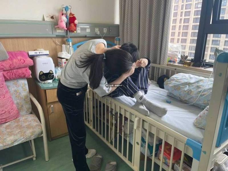 浙江一名15歲男孩確診結腸癌末,望死後能捐贈大體令網友感動不已。圖擷自錢江晚報·小時新聞