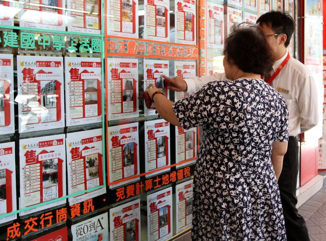 行政院今(22)日於院會拍版房屋稅條例。聯合報系資料照