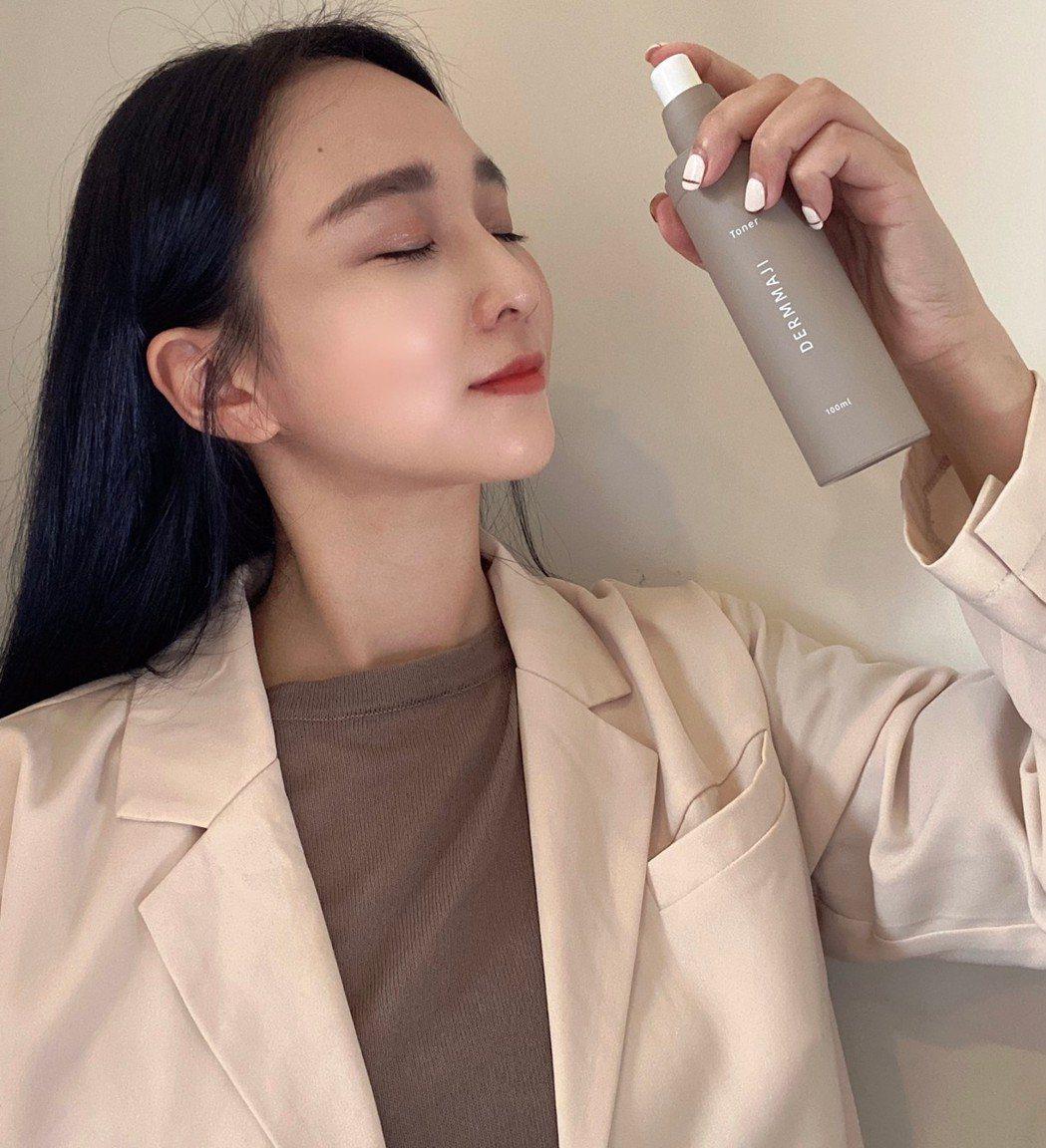 新創的保養品牌DERMMAJI,與美國加州皮膚醫師團隊發現了關鍵Calcium-...