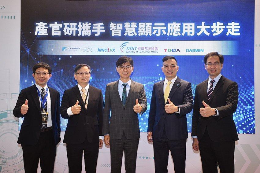 經濟部技術處22日於顯示產業年度盛會Touch Taiwan展中,攜手台灣顯示器...