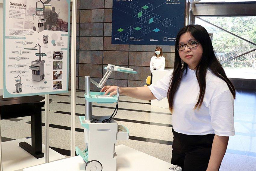 謝岳珊同學針對偏鄉設計一套方便移動的牙醫工作站。 長庚大學/提供