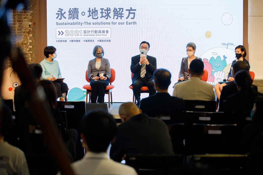 台灣克蘭詩、信義企業集團、國泰人壽與雲朗觀光集團分享企業的永續行動。(倡議家/提...