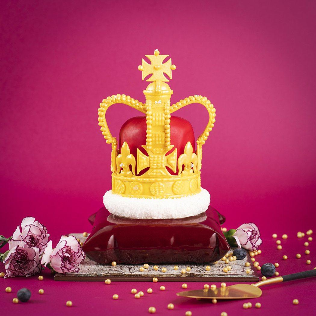 以英國女王伊莉莎白二世(Elizabeth II)為靈感的「全能女王」蛋糕,在創...