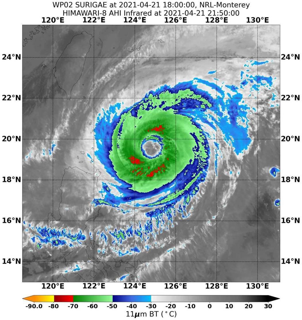 鄭明典表示,中颱舒力基今天最接近台灣,大大的颱風眼還很清晰,對流減弱不少,預報路...