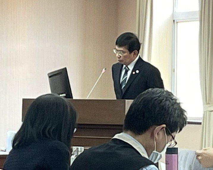 交通部長王國材(站立者)說,「心中是改革,改革沒成功,會自己離開」。記者曹悅華/攝影