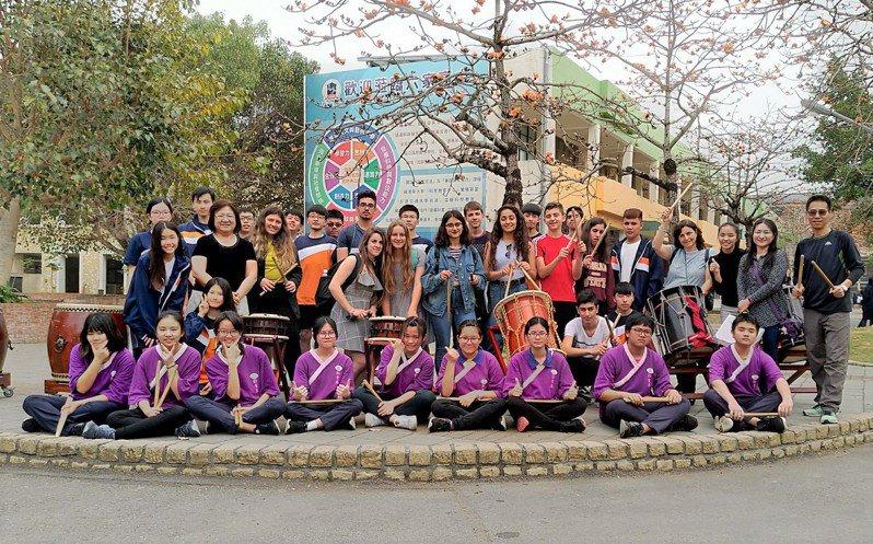 六家高中經常舉辦文化交流活動,讓學生與外國學生有互動機會。圖/新竹縣政府提供