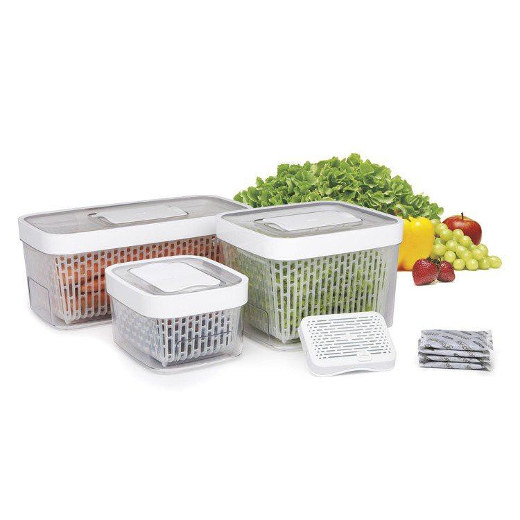 OXO蔬果活性碳長鮮盒三入組,內含天然椰殼活性碳,吸收食物乙烯,可調節排氣口可為...
