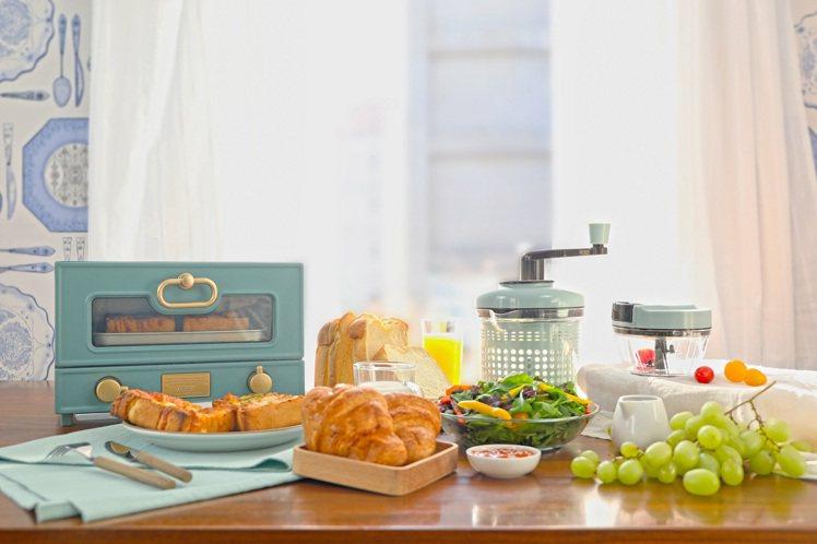 全聯推出全新一檔「夏日個電料理」點換購活動,共有8款復古色系個人小家電及廚房用品...