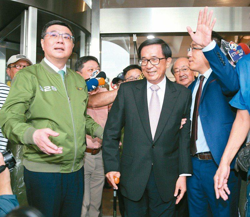 民進黨力推修改《會計法》九十九條之一,遭質疑是為前總統陳水扁(中)的國務機要費案解套。 本報資料照片