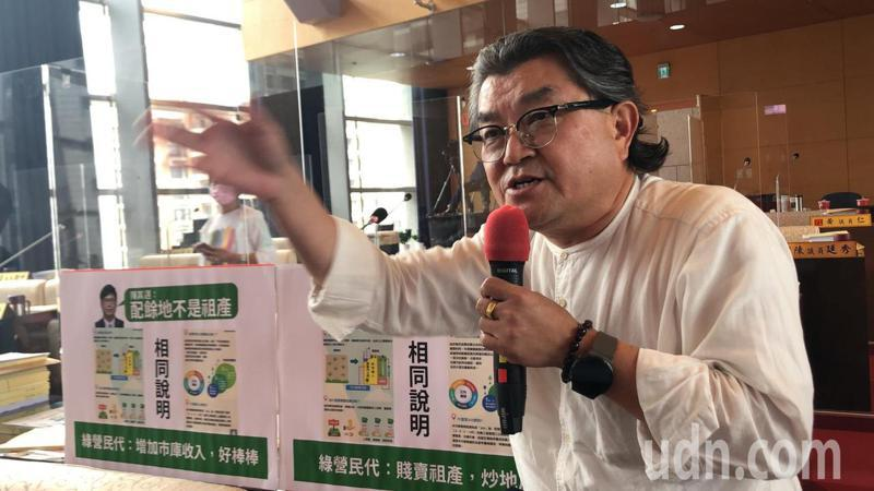 國民黨議員李中指同樣是市府賣配餘地,但高雄與台中的議員對市長的評語大不同。記者陳秋雲/攝影