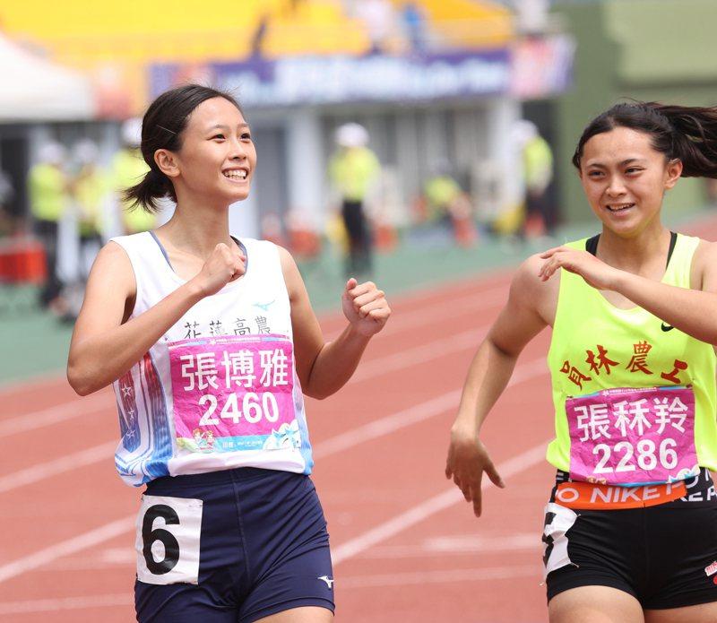 張博雅(左)以24秒55摘下高女200公尺金牌。圖/運促會提供