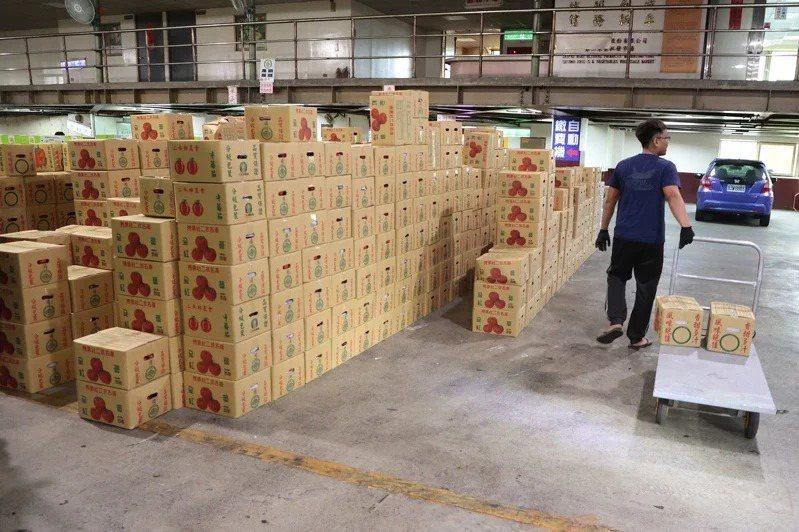 受國際紙漿大漲,加上新冠肺炎疫情導致運費大漲、網購需求大增等,國內紙箱供不應求。本報資料照片