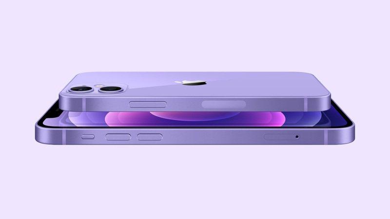 iPhone 12和iPhone 12 mini採用航太級鋁金屬機身,結合超瓷晶盾面板表層打造而成,平整邊緣設計線條圓潤流暢,手感極佳。圖/蘋果提供