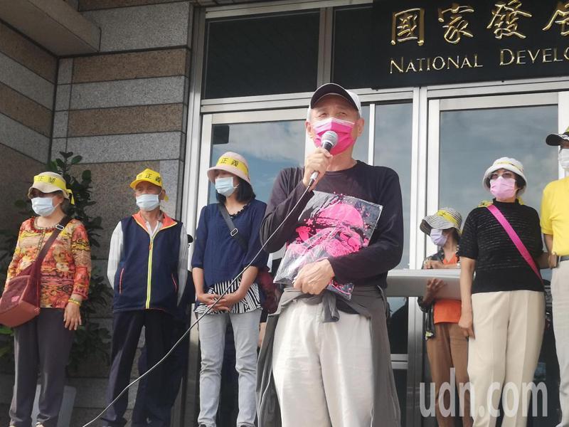 團代表搶救大潭藻礁行動聯盟召集人潘忠政(右二)表示,希望有好的結果,但是不論如何公投的程序仍會走下去。聯合報系記者邱德祥/攝影