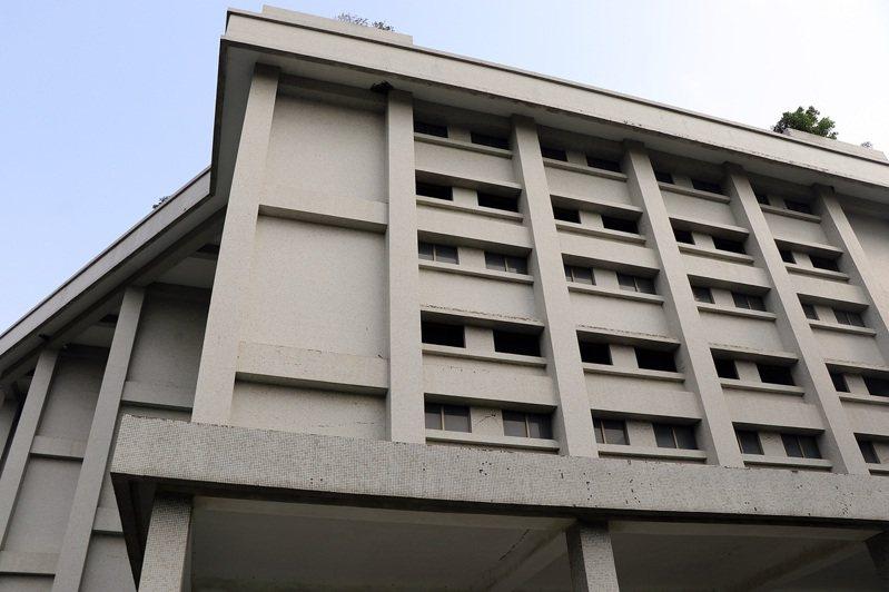 嘉義市舊菸葉廠的11號倉庫,將作為青少年圖書館。圖/嘉義市政府提供