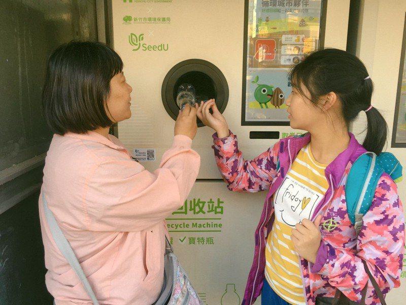 新竹市政府前年起曾推動24小時無人回收站很受好評,今年又要再推出,無人回收站將專收乾電池。圖/新竹市環保局提供