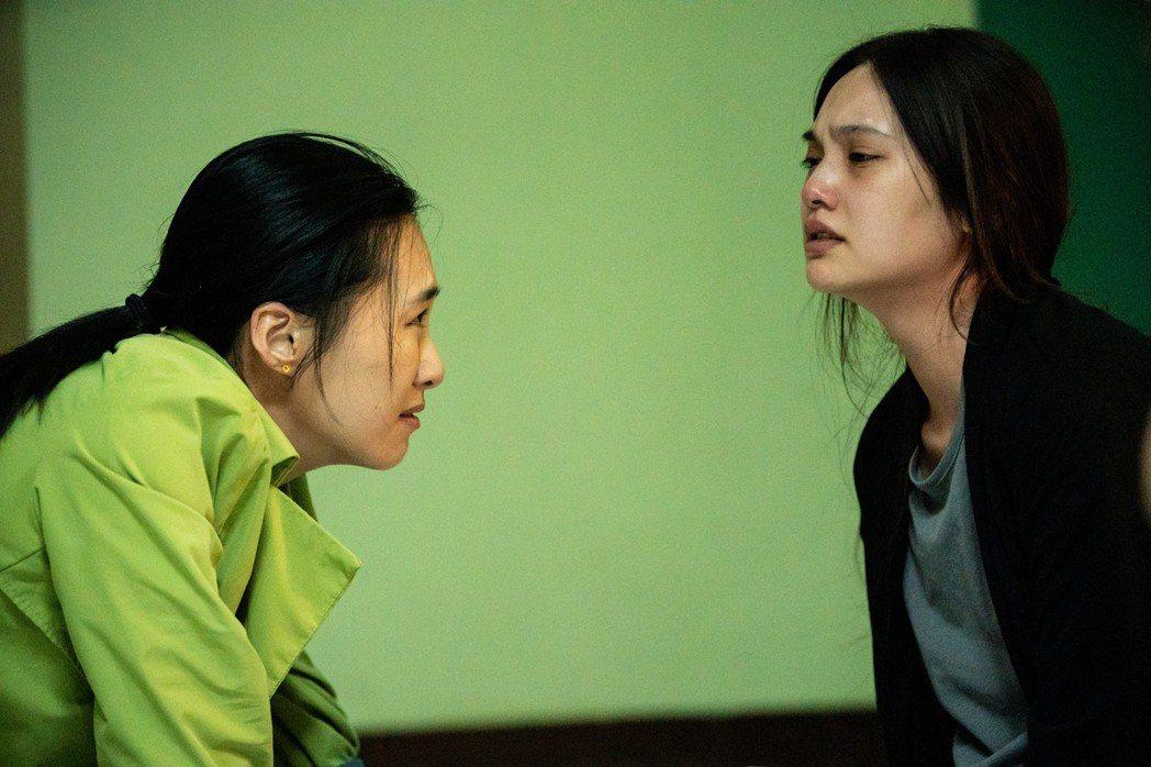 楊丞琳(右)、吳可熙(左)在「靈語」互飆演技。圖/甲上提供