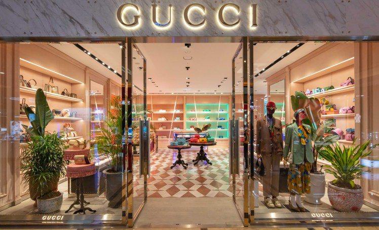 為了慶祝Beloved經典摯愛系列全新上市,Gucci特別以盒裝概念的裝置搭配炫...