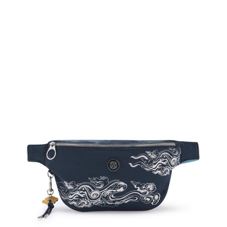 Kipling與永樂宮聯名系列腰包2,980元。圖/Kipling提供