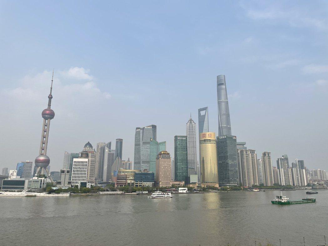 上海市常務副市長陳寅表示,上海將以全國碳交易市場為基礎,打造國際碳金融中心。記者...