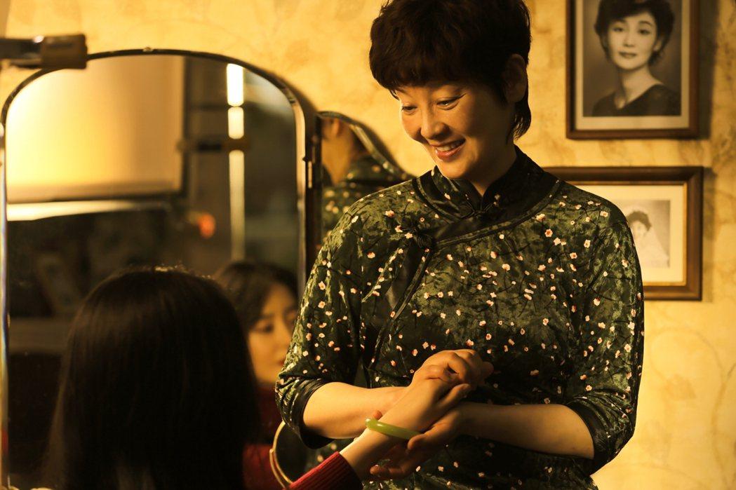 徐帆好演技更讓導演老公馮小剛在鏡頭後流下眼淚。圖/華映提供