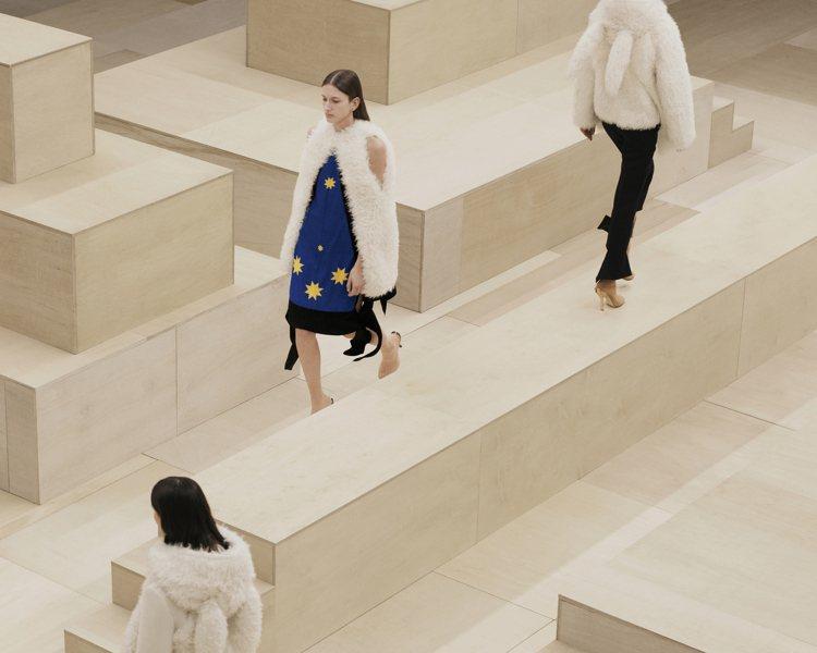 BURBERRU在倫敦攝政街旗艦店發表2021冬季女裝系列。圖/BURBERRY...
