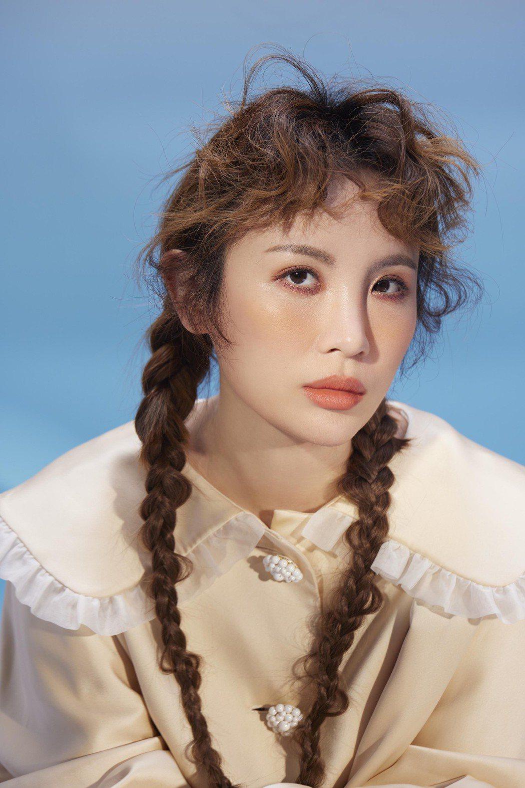 魏如萱6月推出新專輯「HAVE A NICE DAY」,也是她加盟何樂音樂的第一...