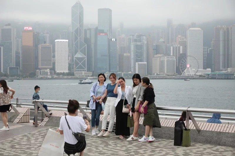 熱錢氾濫下,港元1個月同業拆借利率(Hibor)近期頻創11年來新低。中通社