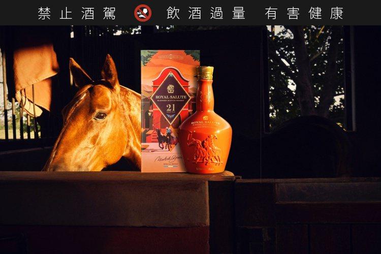 皇家禮炮21年馬球系列第4代——阿根廷馬球限量版,是皇家禮炮首支過紅酒桶的酒款。...
