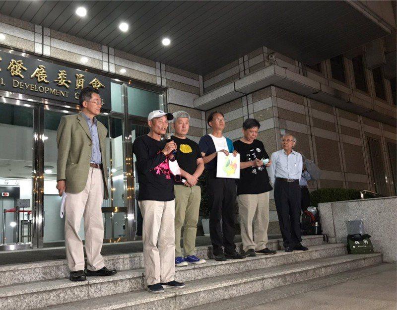 環團今天到總統府與蔡總統溝通並提出51項建言,會後在國發會門口舉辦記者會。記者吳姿賢/攝影