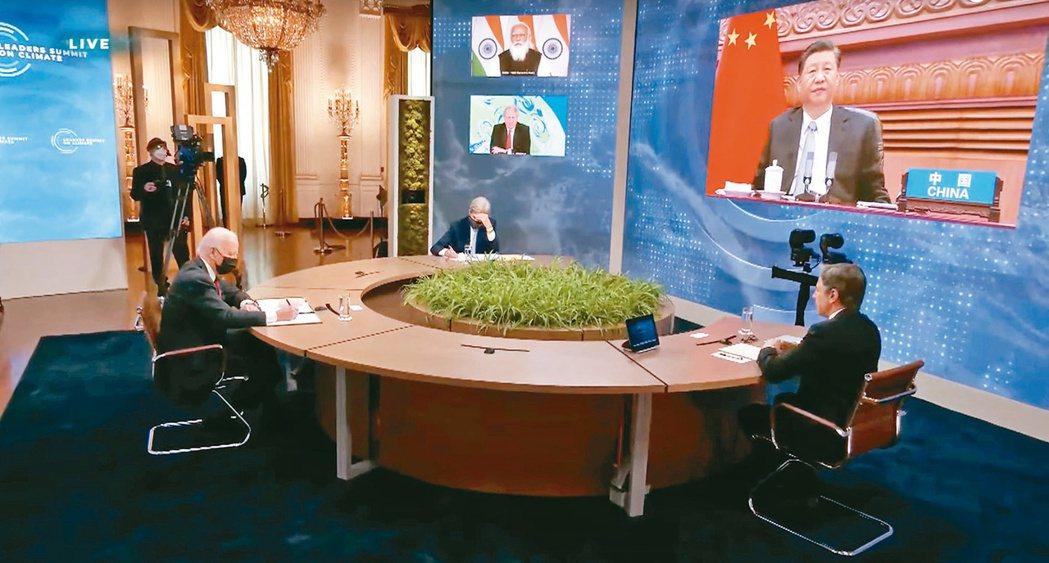 美國總統拜登(左)主辦氣候變遷全球領導人視訊峰會,中國大陸國家主席習近平出席。圖...