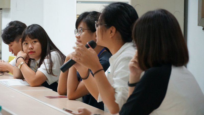 高中校務會議學生代表未來將增加,圖為學生自治培力營模擬校務會議。圖/青民協提供
