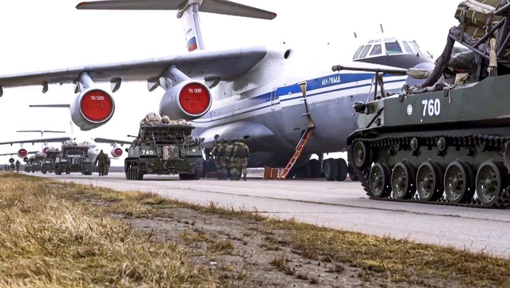 烏克蘭東部「頓巴斯戰爭」而接近正面開戰的俄羅斯-烏克蘭緊張局勢,在接近一個月的大...