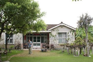 39歲退休回家種植物,台南園藝家東東的植物基本功:拔雜草,持續拔