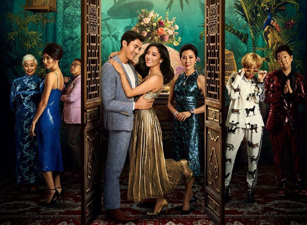 在戲外,男主角亨利高汀(Henry Golding)並非華裔,父親是英國人、母親...